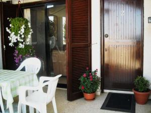 Front entrance to Bella Vista with terrace offering sea views